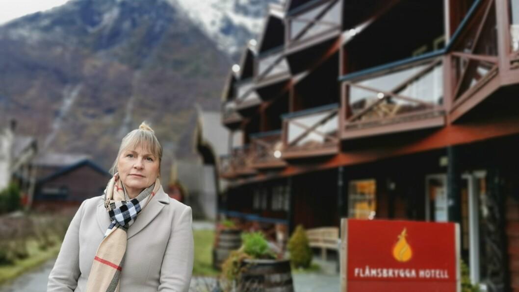 TØFFE TAK: Dagleg leiar Aud Melås for Flåmsbryggja hotell har sett seg naudt til å stengje hotellet fram til påske.