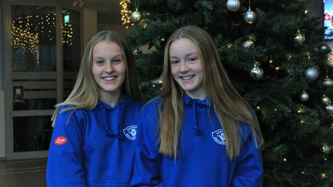 INGEN MANDEL I GRAUTEN: Kaya Barnes Frøyd saknar julegrauten, men elles er ho og Kristina Holm Holen nøgde med at det vart arrangert Førjulsmoro i år.