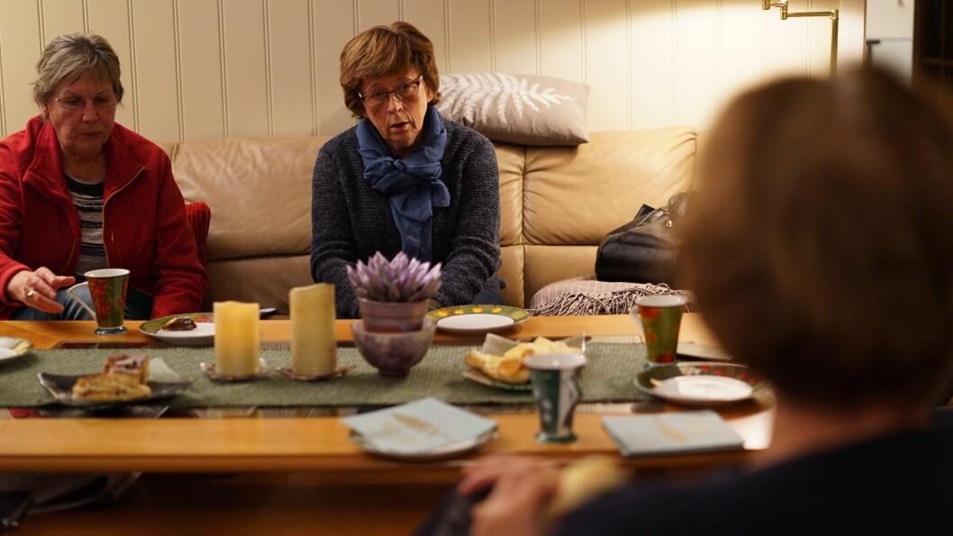 VIL HA SVAR: Laura og Turid Westervik i pensjonistlaget meiner kommunen tek for lang tid i si handtering av saka om nytt symjebasseng.