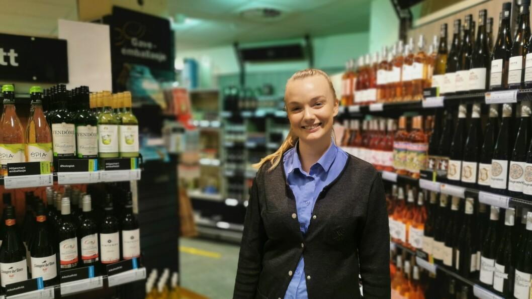 DOLLARGLIS: Dagleg leiar for vinmonopolet Tonje Lægreid har grunn til å vere nøgd med årets sal, så langt. Og årets julehandel er enno ikkje over.