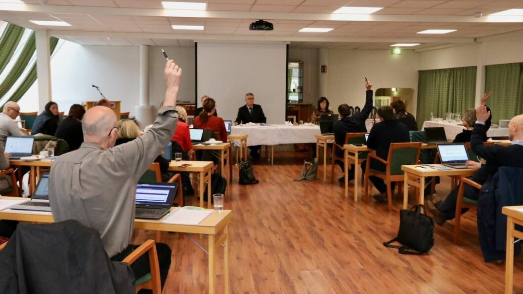 MOT: Sp, Raudt og SV stemde mot forslaget frå Ap om å starte eit forprosjekt for påbygg til Høyangerhallen. Forslaget fekk likevel eit knapt fleirtal.