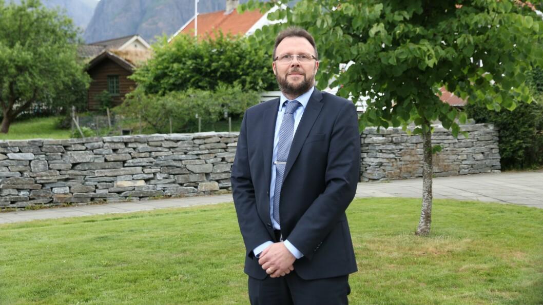 Administrerande banksjef Mads Indrehus i Sogn Sparebank seier at dei tek kundane sine forventningar på alvor som lokalbank.