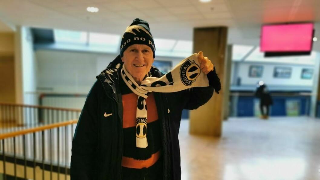 OPPSUMERER: Jon Navarsete sumerer opp stoda for kvinnefotballen i Sogndal.