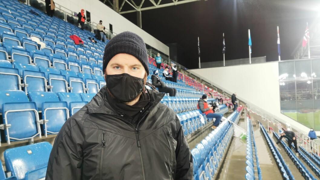 HÅPAR LYKKA SNUR: Sindre Myrvang og Saftkokaradn kom seg ikkje inn på Intility stadion før etter nærare 20. miunutt var gått. Då var Mjøndalen allereie i Leiinga.