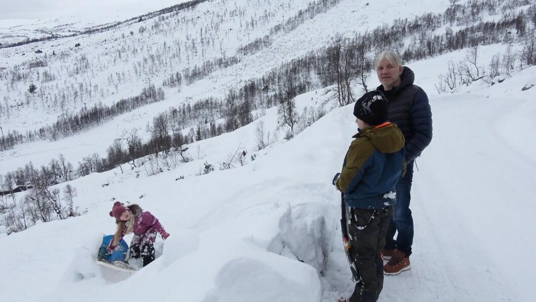 KVIT VINTER: Roger Solheim og familien ville kjøpe seg hytte i Hodlekve for å sikra seg ein kvit vinter kvart år.