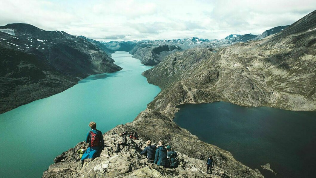 TURISTATTRAKSJON: Besseggen i Jotunheimen er eit svært populært reisemål. Foto: Morten Noremsaune