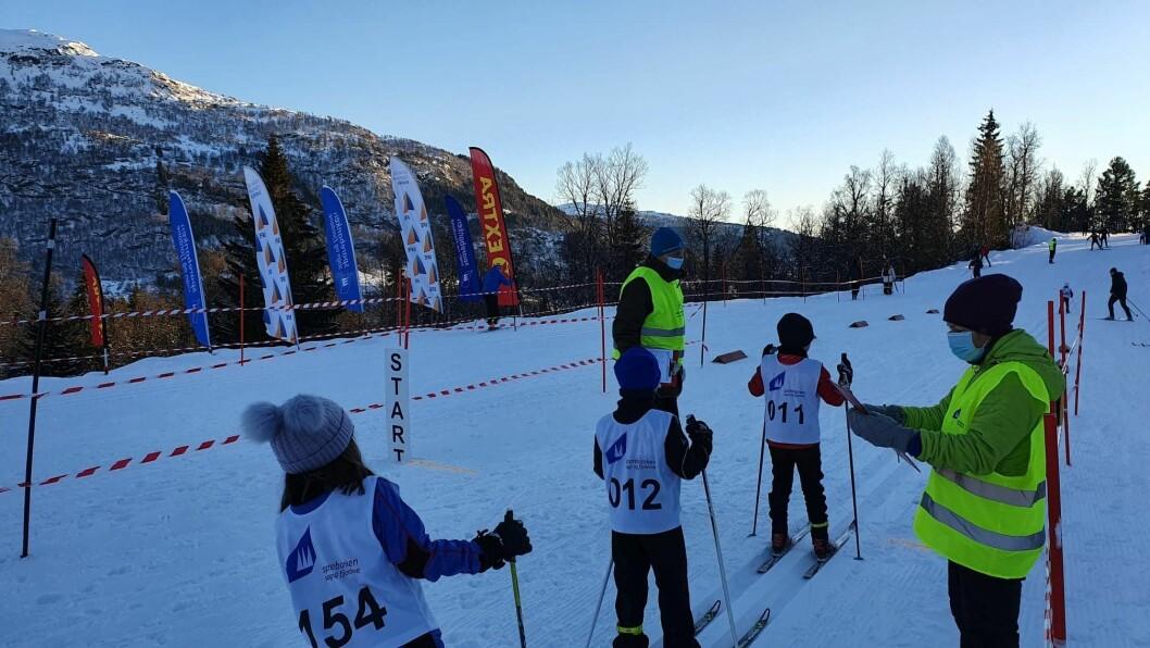 MINUSGRADER: Kulda stoppa ikkje mange. og det var over hundre stykker som deltok på renn i Hodlekve sundag.