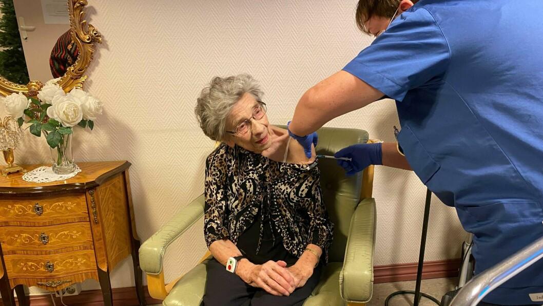 ROLEG: Marta Heggestad (89) sa ho merka lite til vaksina då ho fekk an i armen.