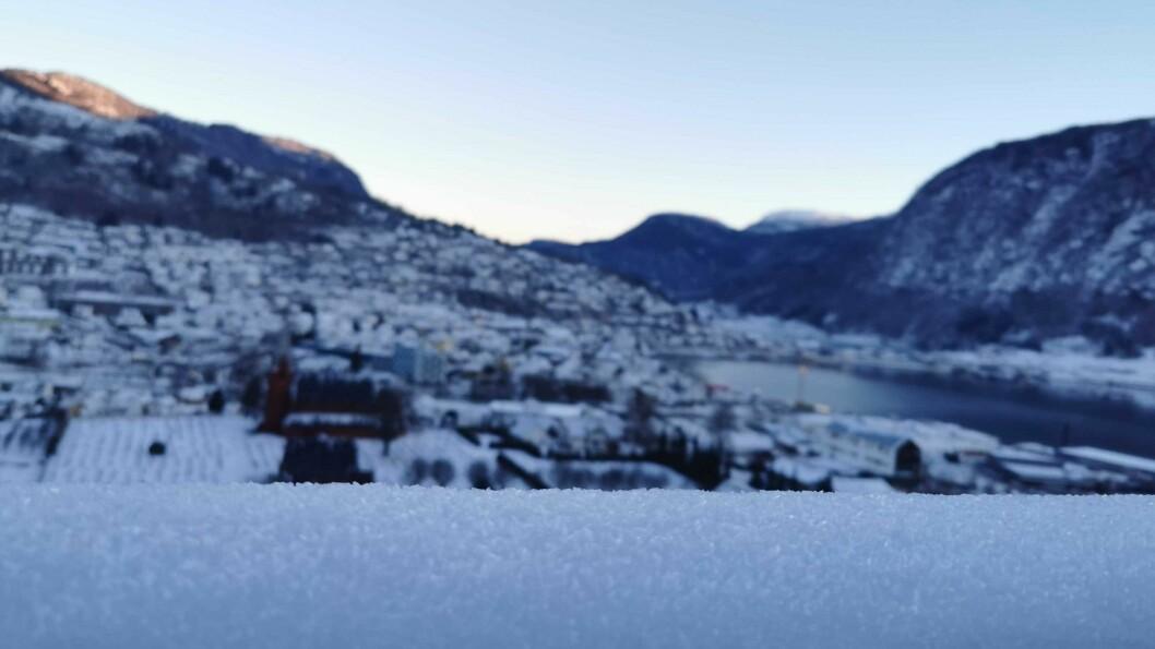 VINTER: Slik var vintersola over Sogndal torsdag morgon.