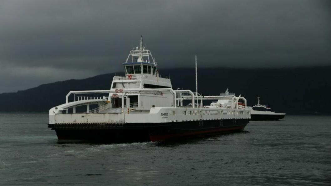 FERJESAMBANDET: Ikkje gode nyheiter for dei som vil over fjorden fredag morgon.