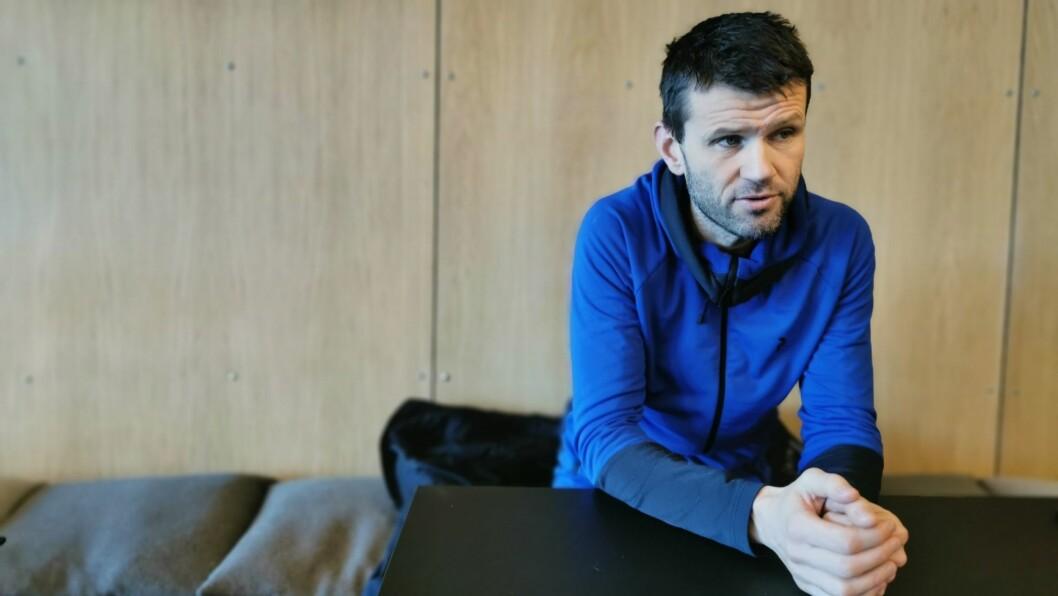 I TENKEBOKSEN: Sogndaltrenar Eirik Bakke opplever ein enorm interesse rundt spelarane i klubben. Samtidig håpar han å få nye ansikt inn.