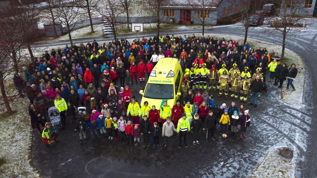 MANGLAR: Hovudtillitsvalde i Hyllestad meiner utgreiingane til Helse Førde kring konsekvensar av å leggje ned ambulansen i Lavik er mangelfulle. Biletet er frå ein demonstrasjon mot nedlegginga av ambulansen i desember 2019.
