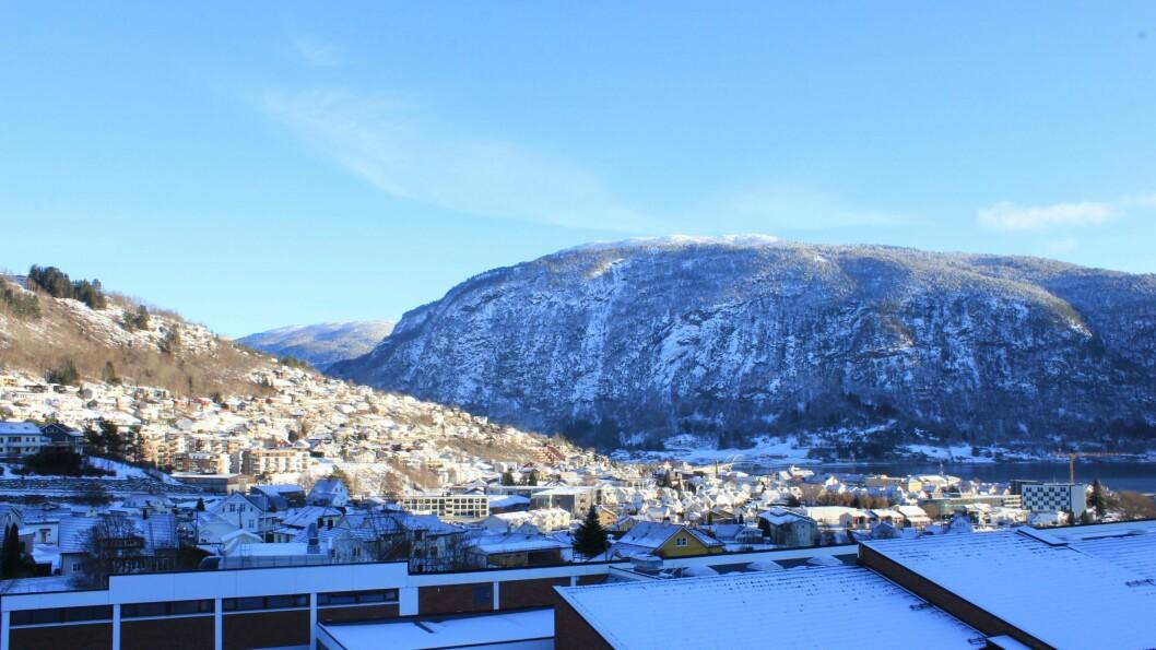 KLAR HIMMEL: Klar himmel og kuldegrader i Sogndal, eit vêr som heile regionen kan vente seg neste veke.