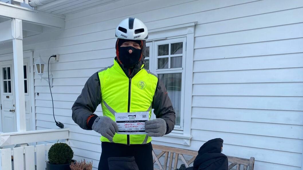 GODT KLEDD: Jørgen Berg var både kledd varmt og med refleks då han fullførte det 150 kilometer lange sykkelløpet fredag.