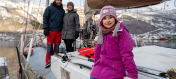 Franske Eden er ni år og har budd heile livet i ein Colin Archer seglbåt. No er ho på opplevingsferd på Sognefjorden.
