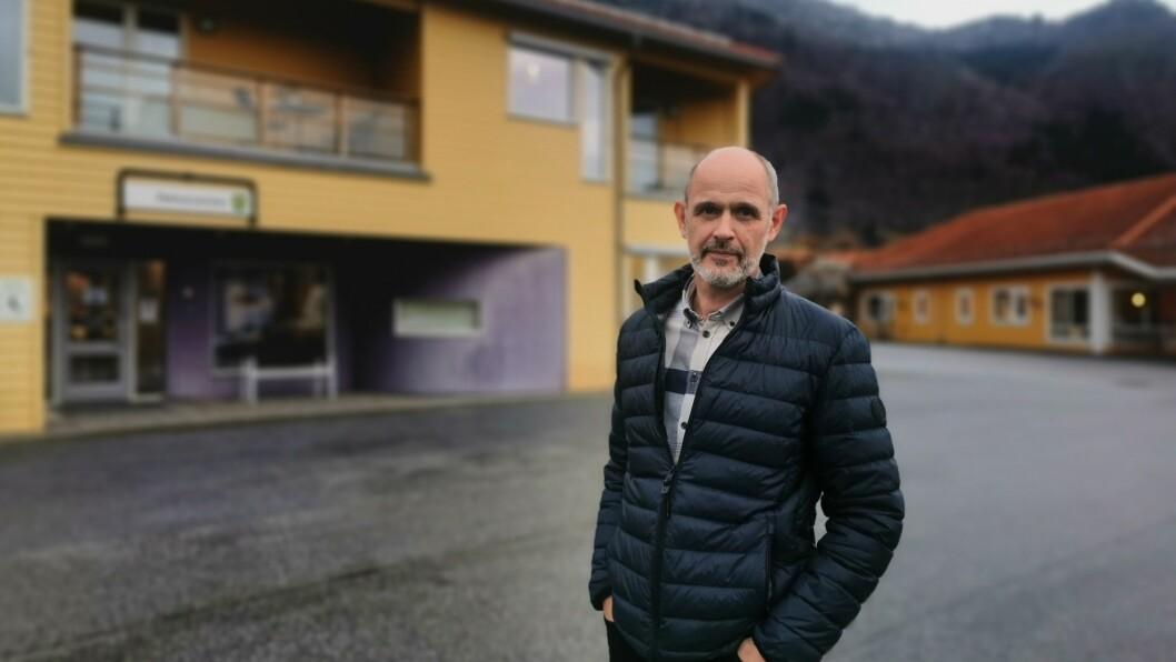 TRAVEL: Kommuneoverlege i Sogndal Leiv Erik Husabø har testa 25 stykk i Balestrand i dag. Testinga held fram i morgon.
