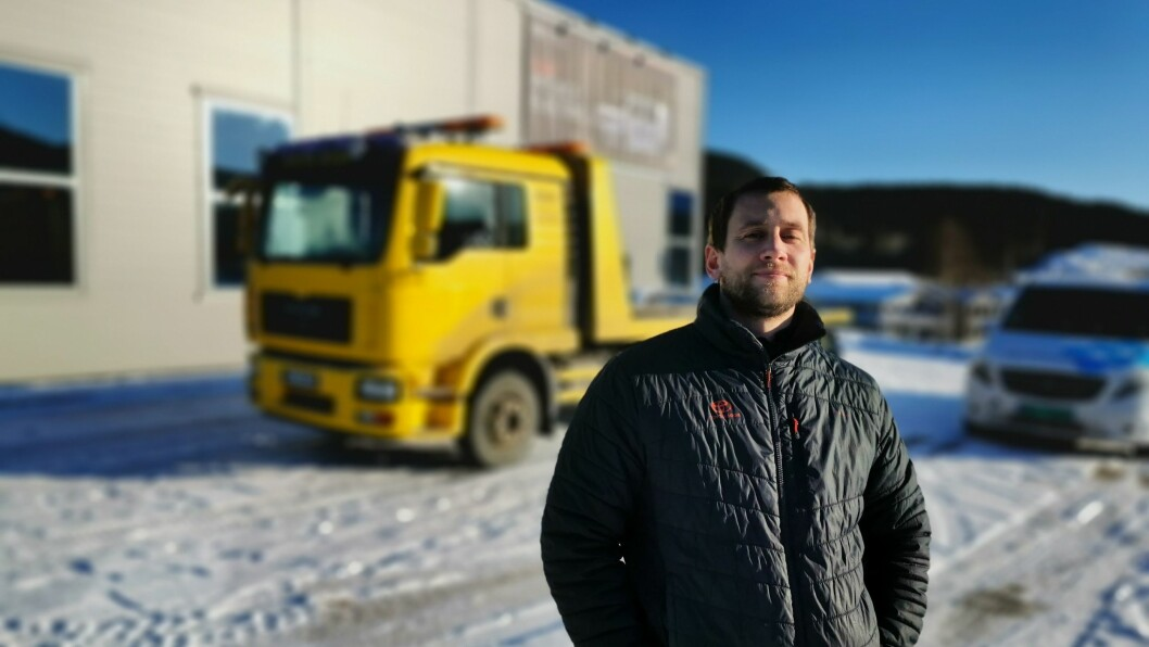 TRAVEL: Leiar Brynjar Skahjem for bilbergingsavdelingen på Toyota Sogn, får mange henvendelsar frå bilistar som slit med å få start på bilen grunna kulden.