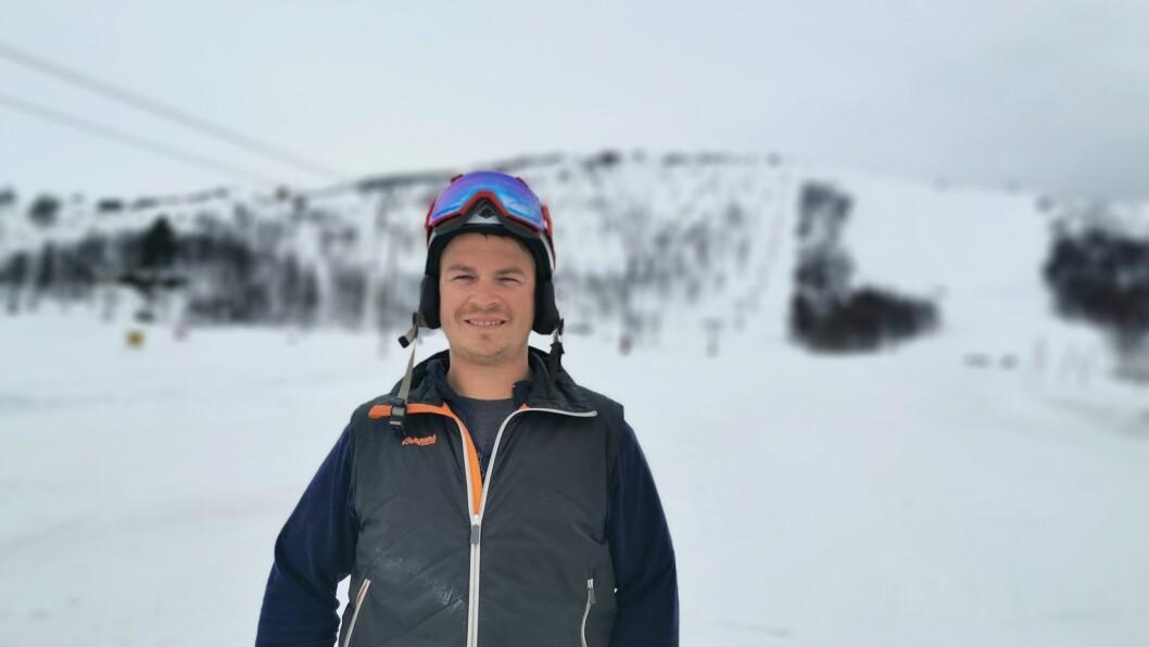 SMILAR: Driftsleiar Kim Andrè Navarsete ved Sogndal Skisenter har god grunn til å smile over besøkstala for januar.