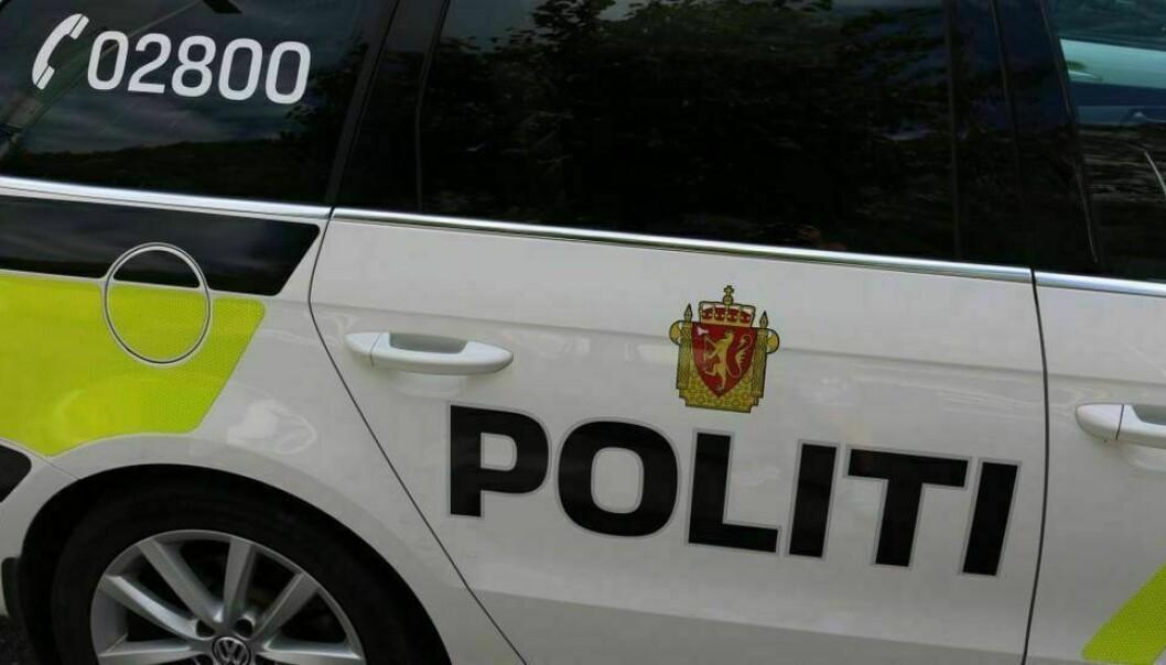 JOSTEDALSVEGEN: Politiet fekk melding om ein motorsykkel som hadde hamna i ei trafikkulukke.