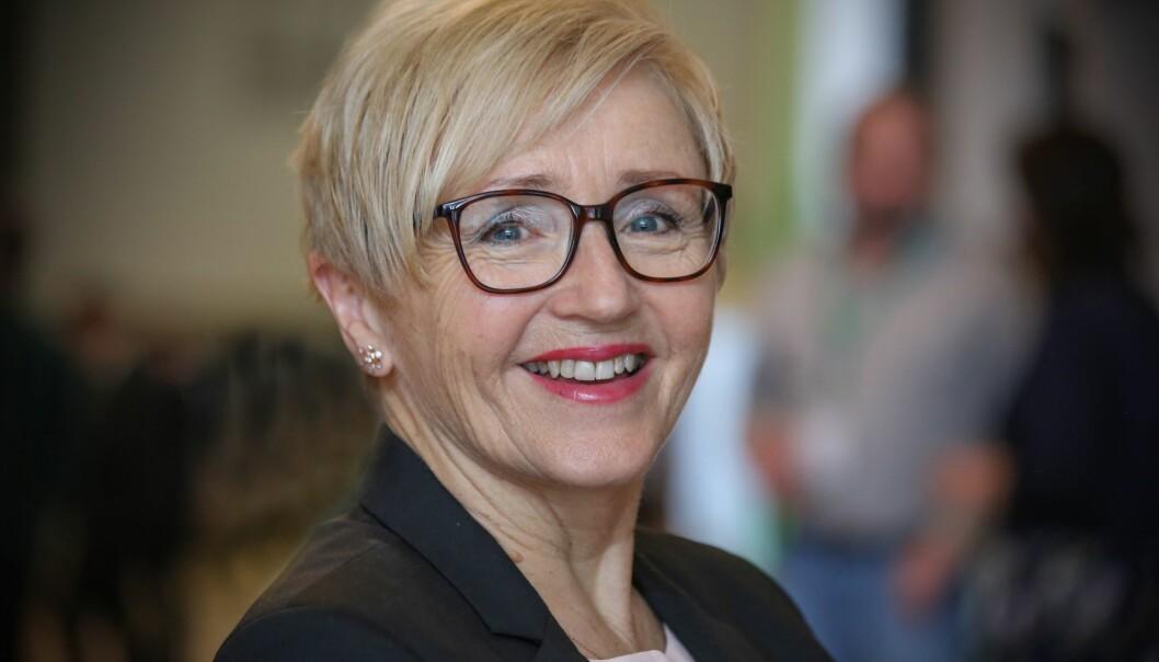 SENTERPARTIET: Liv Signe og Kjersti Toppe meinar regjeringa har ei kald tilnæring til vaksinesaka.
