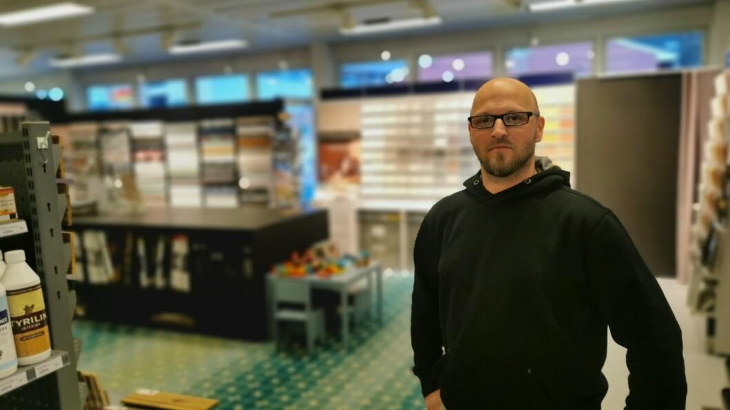 NØGD: Dagleg leiar Stian Bakketeig ved Fargerike Sogndal kan glede seg over 20 prosent vekst i 2020.