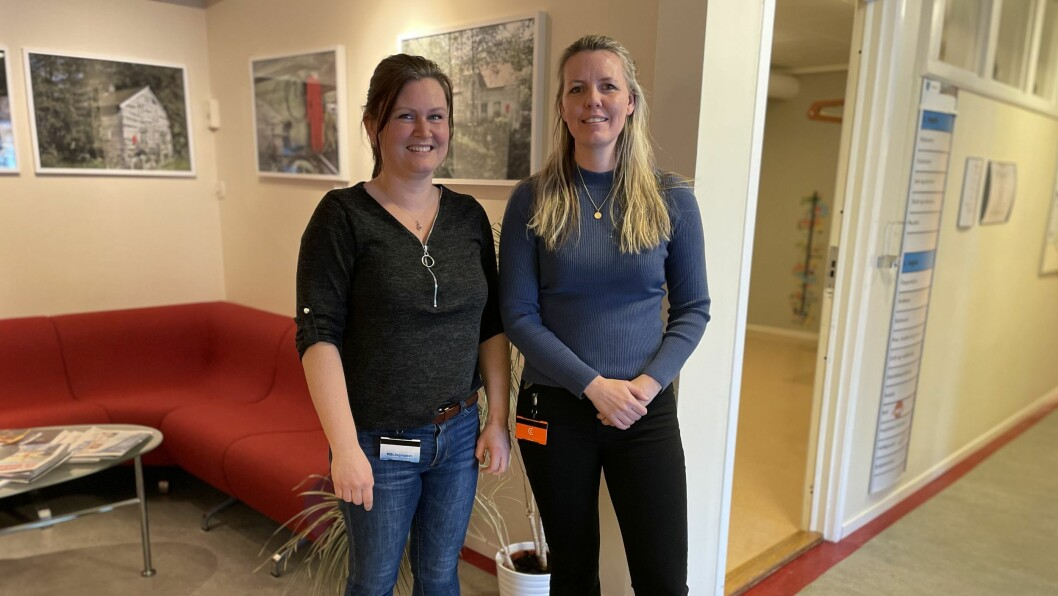 STARTAR: Dagleg leiar ved Gulen frivilligsentral, Vivian Våge (t.v.), og frivilligkoordinator Kristin Kvamme Rasch (t.h.) startar opp BUA-ordninga i Gulen kommune.