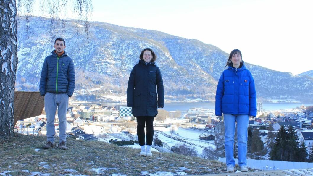 Alexander Maschler (t.v) frå Italia, og Lily Verboom og Eva Kaandorp frå Nederland skal vera eit semester i Sogndal.