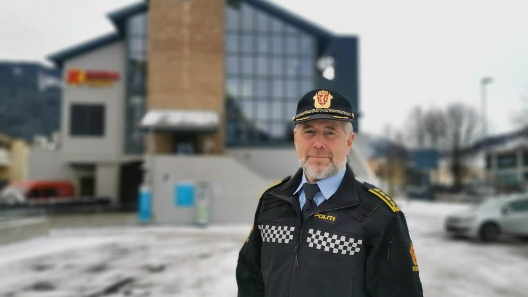 STILLER SPØRSMÅL: Politisjef Arne Johannessen fortel at politiet kjem til å gå grundig til verks, i handteringa av klagen frå Sipke Paulides.