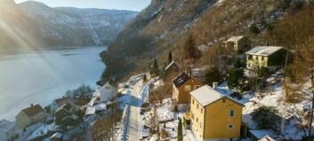 I denne bygda kan du få hus med tre etasjar og fjordutsikt til under ein million