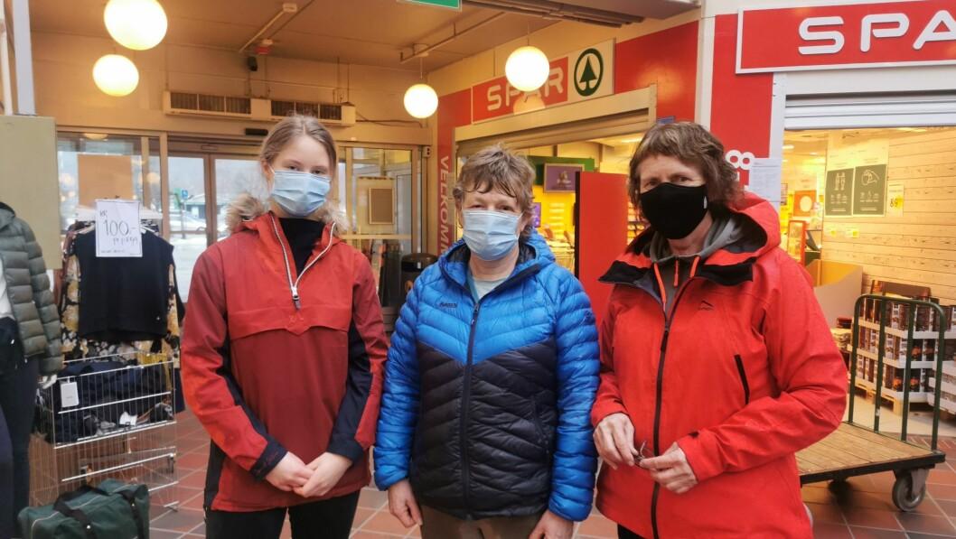 UBEHAG: Nyhenda om mutantviruset skapar bekymring for mange Lustringar. Frå venstre: May Linn Flikki, Bente Høyheim og Rannveig Heltne.