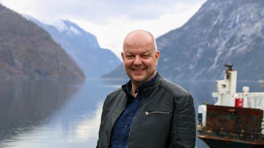 KAN SMILE: Årdal har greidd seg mykje betre gjennom pandemien enn ordførar Hilmar Høl først frykta.