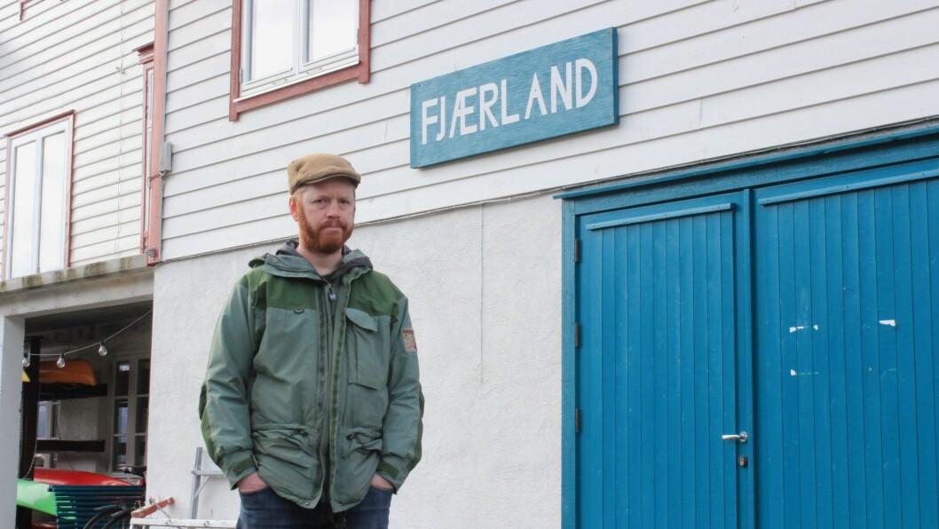 OPPMODAR FOLK TIL Å SELJE: Eivind Ødegård er fortvila over at mange sit på hus som kun blir brukt eit par veker i året. Det gjer det vanskleg for folk å busetje seg i bygda, meiner han.