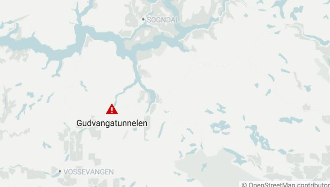 STENGD: Tunnelen som forbind Aurland og Gudvangen er no stengd.