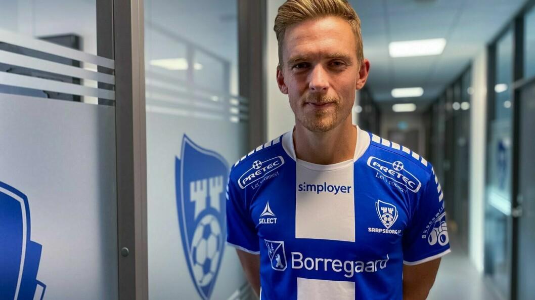 I KVITT OG BLÅTT: Kristian Fardal Opseth har hatt ein treig start på Sarpsborg-karrieren, men onsdag putta han tre mot Øygarden i cupen.