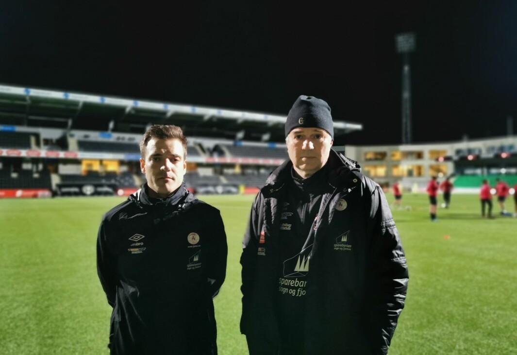 KAN SMILE IGJEN: Trenar Håvard Øygarden (t.v) og sportsleg leiar Knut Kristoffersen i Fjøra FK kan no finne fram smilet- mykje tyder på seriestart for 3.divisjon innan nokre månader.
