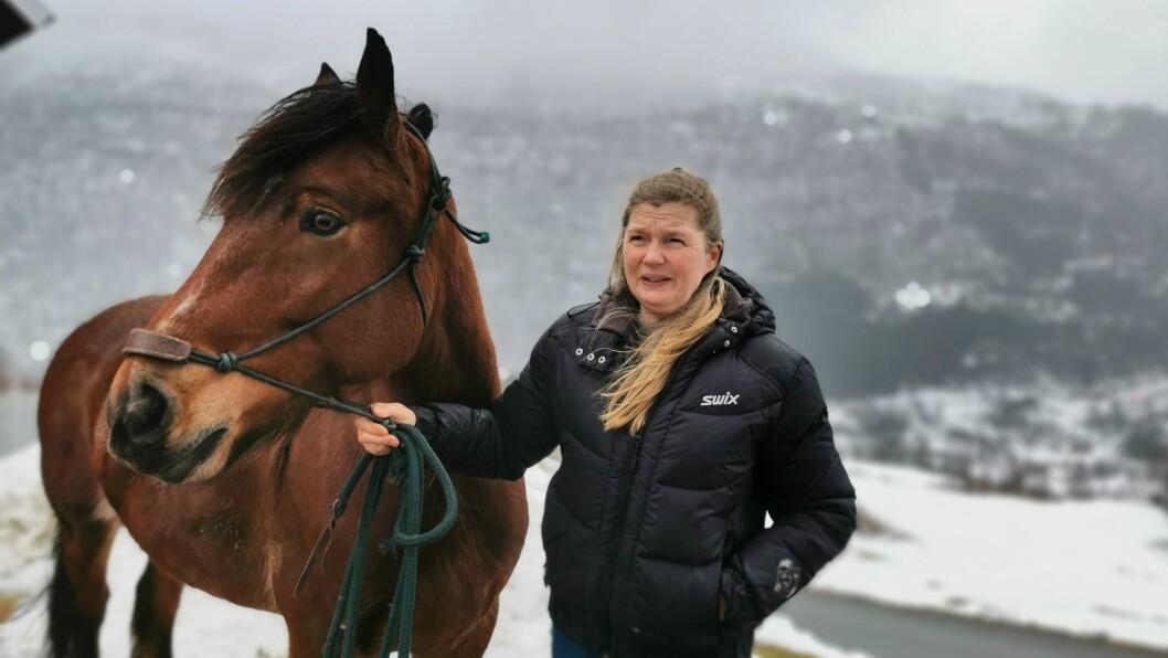 UTBROT: Eit smitteutbrot av korona har dei siste vekene prega ridemiljøet i Sogndal. Men Agna Hollekve ved  seier situasjonen no er under kontroll.