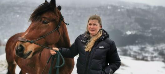 Ein hest død og fleire i karantene etter koronautbrot ved ridestall