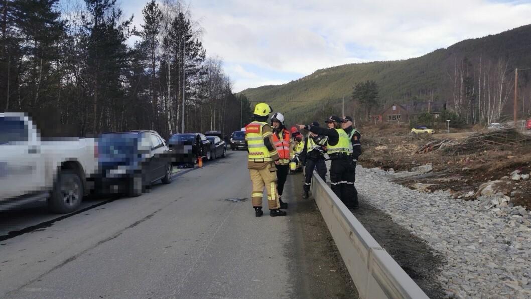 Fem bilar er involvert i ulukka.
