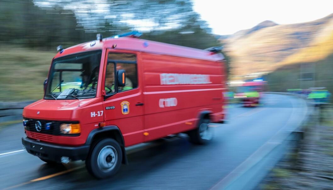 UTRYKKING: Brannvesenet rykte sundag kveld ut til to åstader med brann i Høyanger kommune.