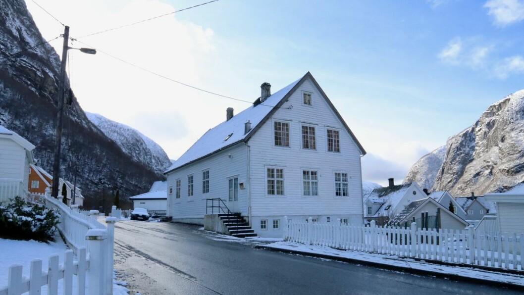 UVISSE: Det er usikkert kva som skjer med bedehuset i Høyanger framover då det treng nye eigarar.