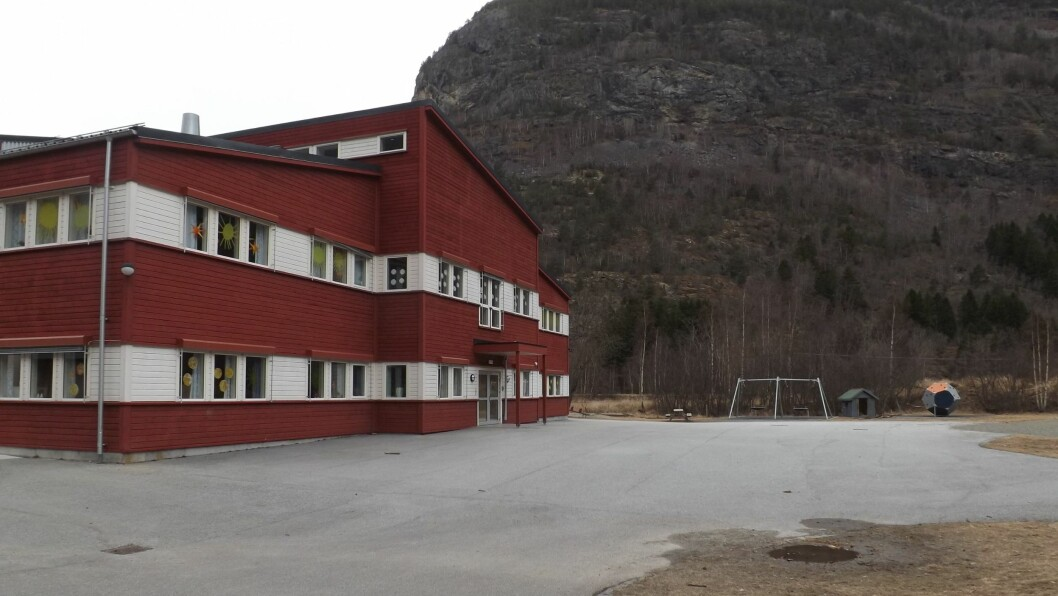 TIDVIS TOMT: Både elevane og lærarane på Lærdalsøyri skule har hatt eit utfordrande korona-år.