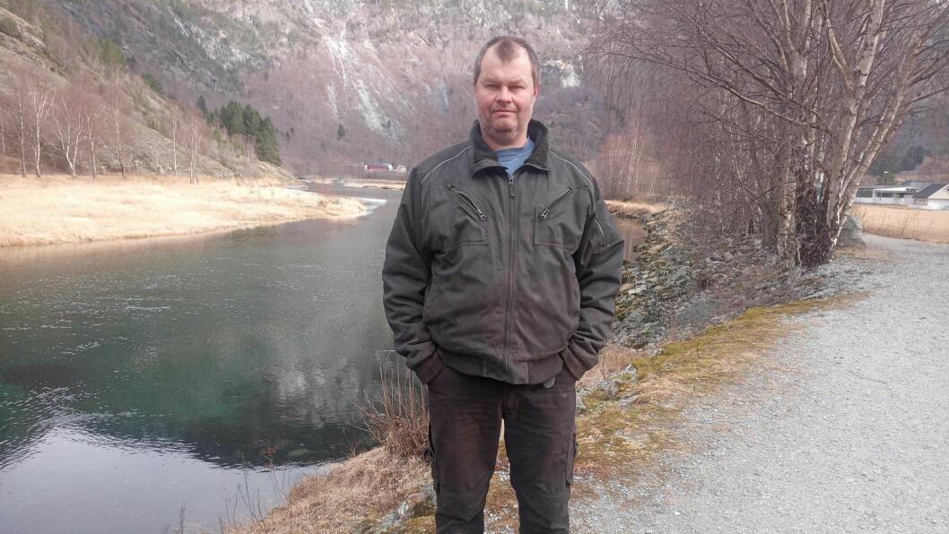 OPPGITT: Grunneigar Per Hjermann er oppgitt over at laksefangst i elva no vil verte ulovleg.