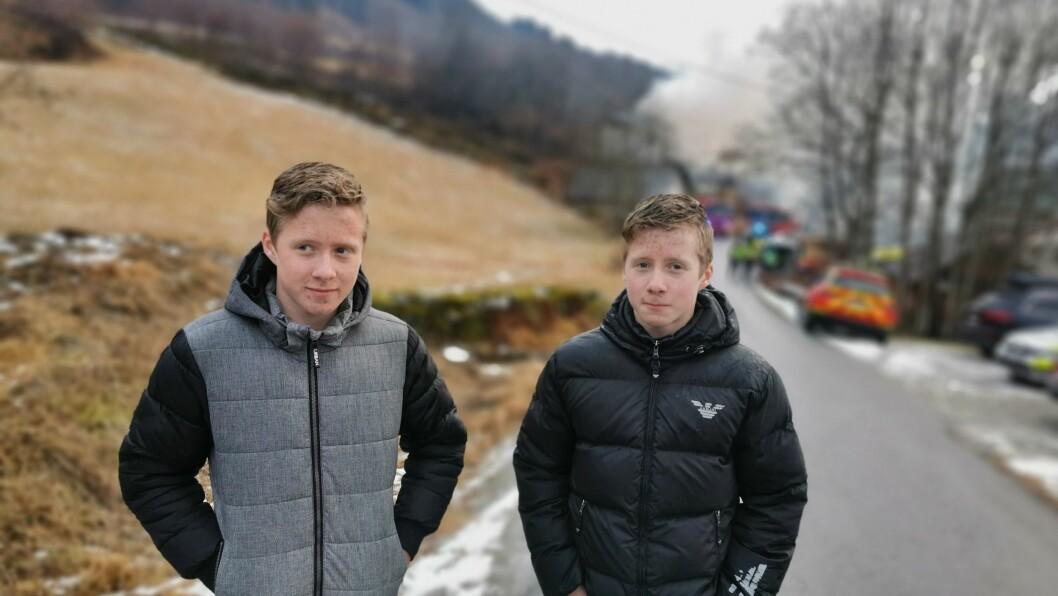 HELTEMODIG INNSATS: Tvillingbrørne Benjamin (T.v) og Gabriel Skjerven Afdal spurta til det brennande huset for å hjelpe, då dei såg røykskyane synte seg.