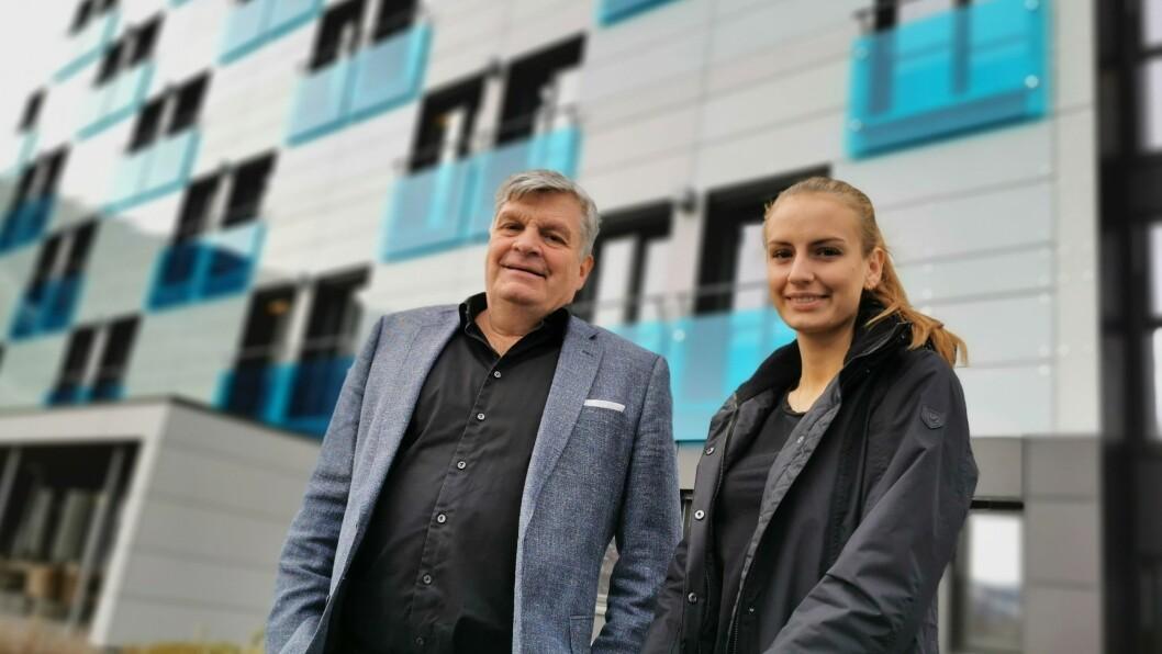 SAMAN OM UTFORDRINGANE: Det siste året har bydd på fleire prøvelsar enn hotelleigar Jørgen Christian Lindstrøm og dottera Marie Elisabeth ved Quality hotel Sogndal hadde håpa på.