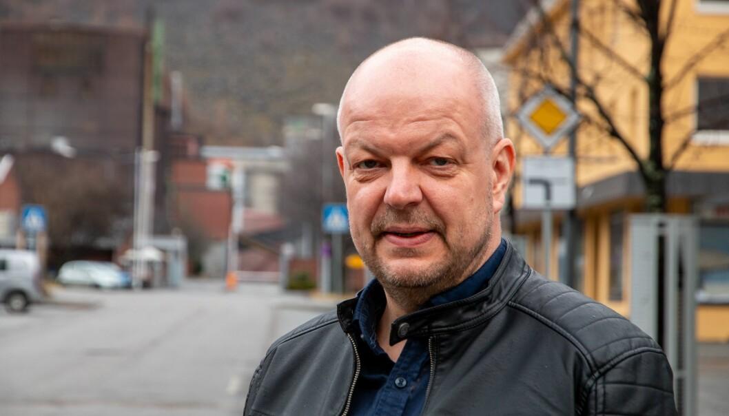 UTBROT: Smittesituasjonen i Årdal er førebels uavklart, og det jobbast på spreng med smittesporing og testing.