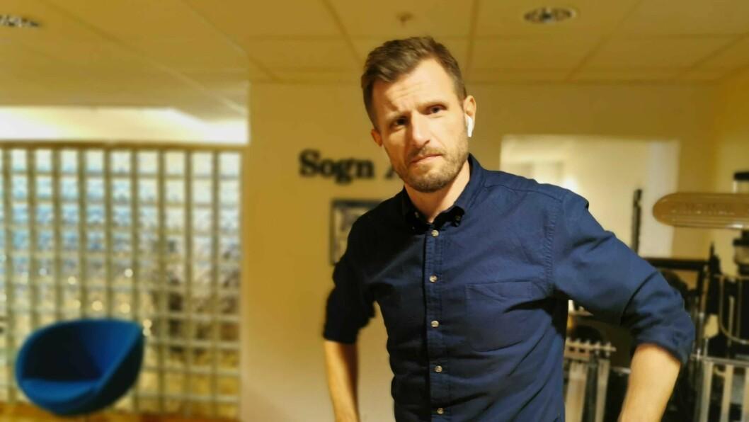 TRAVEL: Redaktør i Sogn Avis Arve Uglum har hatt ein hektisk arbeidsdag etter annonseringa til avisa.