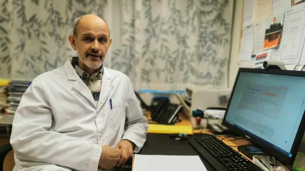 NY RUTE: Kommuneoverlege Leiv Erik Husabø er redd mange er på ferie når dei skal vaksinerast, grunna forflytningane i vaksinekøen.