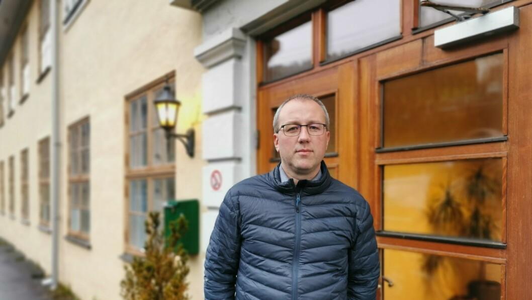 IKKJE GODT NOK: Ordførar Arnstein Menes legg ikkje skjul på at kommunen har ein veg å gå på ungdomshusa.