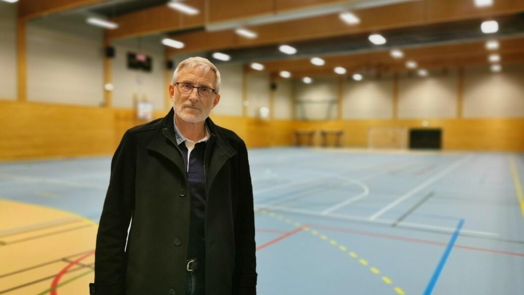 KLAR: Kommuneoverlege Knut Cotta Schønberg har i fleire månader venta på å ta i bruk denne hallen i Gaupne, i samband med vaksinering mot Covid-19.