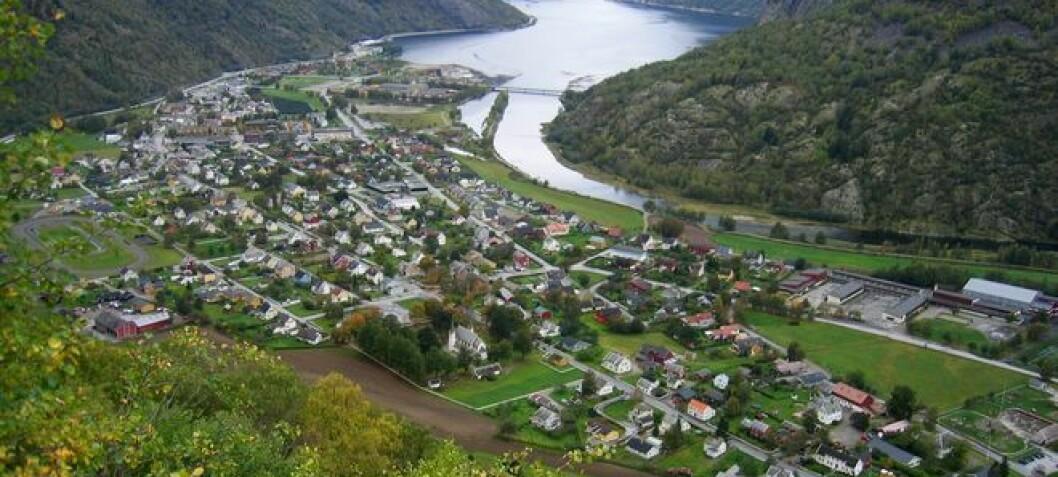 Kollisjon i Lærdal: Tre bilar involvert